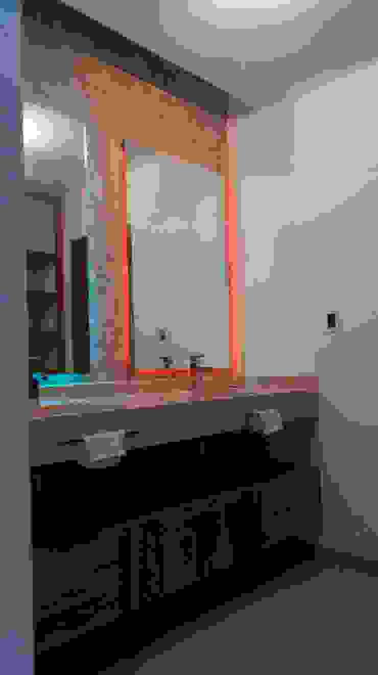 Transicion de luz en Lavabos Baño Principal Baños minimalistas de RTstudio Minimalista