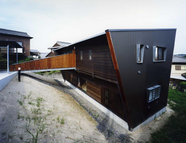 Eclectic style houses by Y's建築工房 一級建築士事務所 Eclectic
