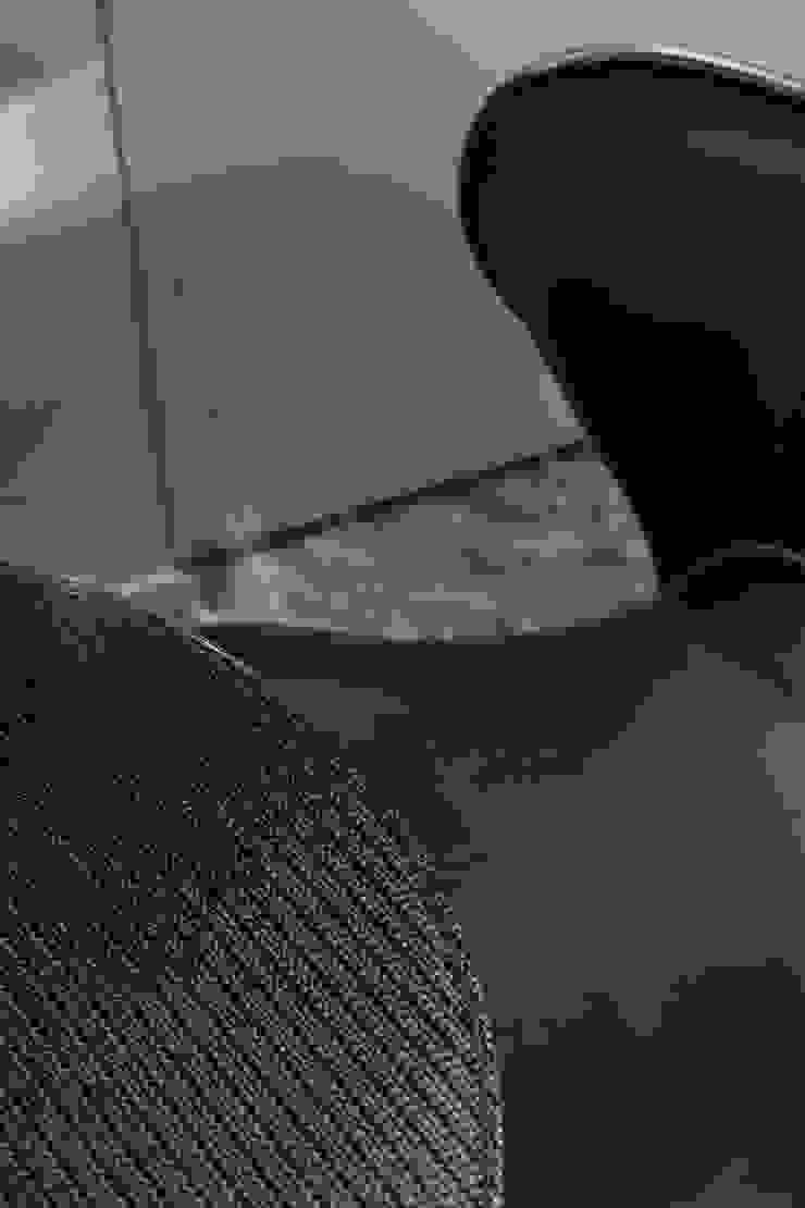 カーボン繊維のテーブル: atelier mが手掛けた現代のです。,モダン