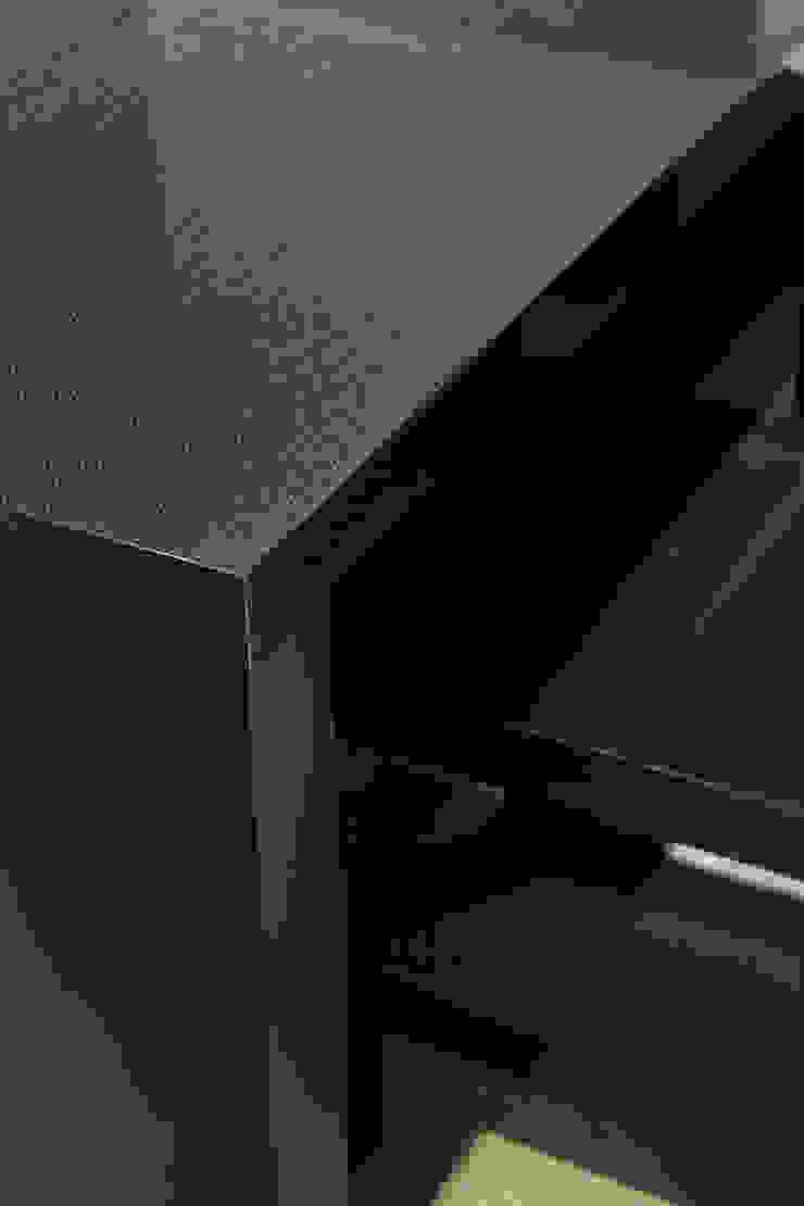 オリジナルデスクとチェア: atelier mが手掛けた現代のです。,モダン