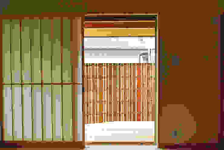 西川真悟建築設計 Soggiorno moderno