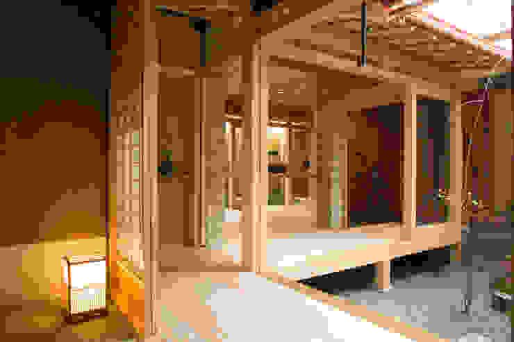 Baños de estilo ecléctico de 一級建築士事務所 (有)BOFアーキテクツ Ecléctico