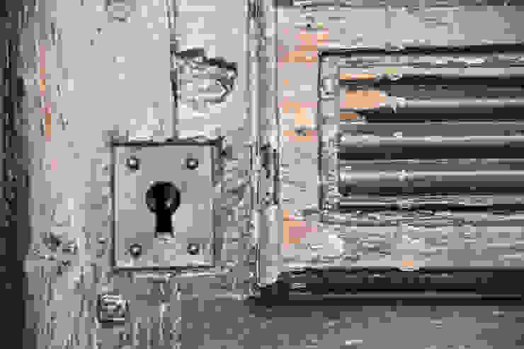 アンティーク扉: atelier mが手掛けた地中海です。,地中海