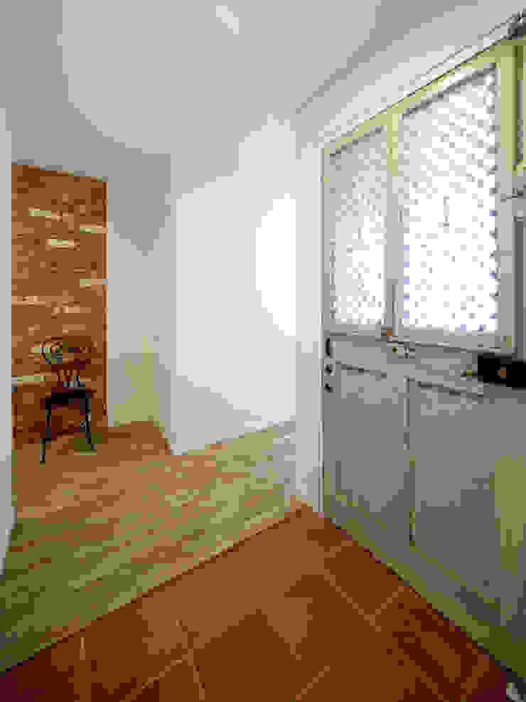 エントランス 地中海スタイル 壁&床 の atelier m 地中海 レンガ