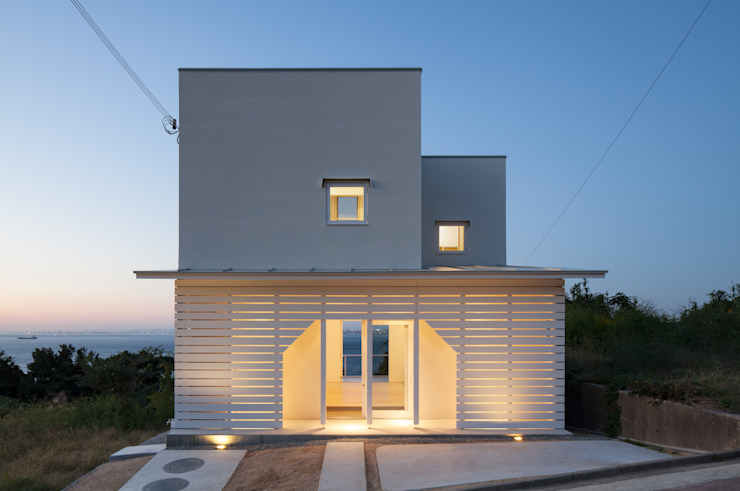 Minimalist house by IZUE architect & associates Minimalist Wood Wood effect