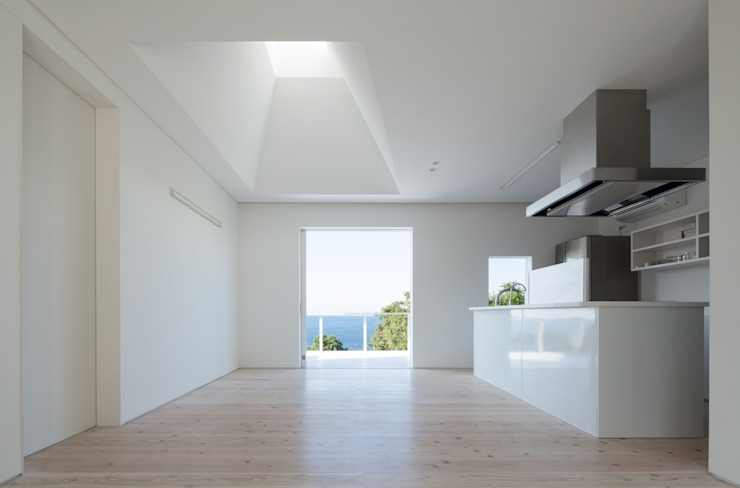 IZUE architect & associates บ้านและที่อยู่อาศัย ไม้ White