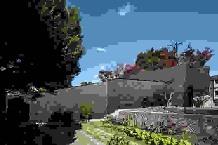 佐井寺のハナレ モダンな庭 の IZUE architect & associates モダン