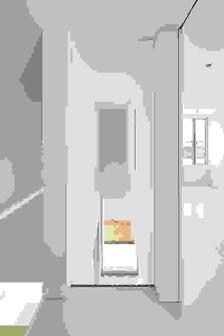 ループ&ループ モダンスタイルの 玄関&廊下&階段 の Smart Running一級建築士事務所 モダン