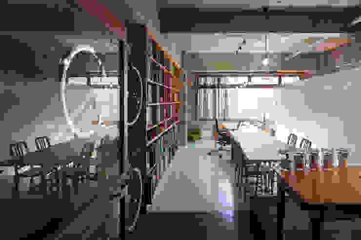 Estudios y despachos de estilo ecléctico de Smart Running一級建築士事務所 Ecléctico