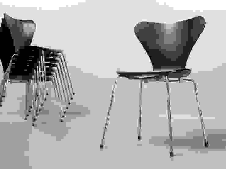 Arne Jacobsen für Fritz Hansen, Stuhl 3107, schwarz lasiert von Bender und Gleiß GbR Skandinavisch Holz Holznachbildung