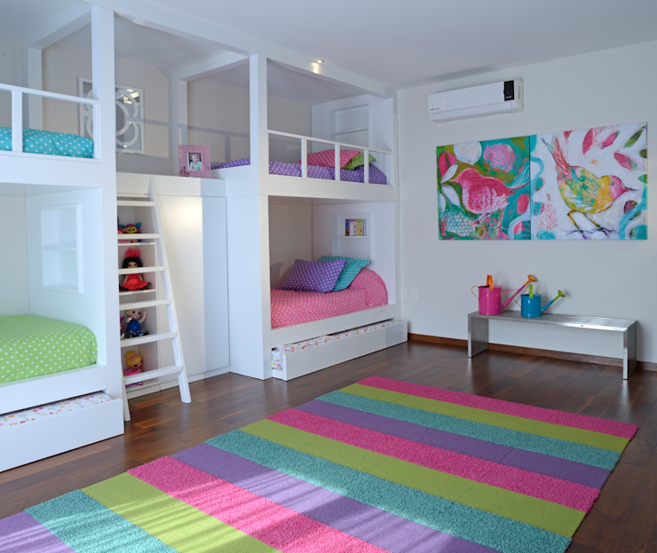 Nursery/kid's room by VICTORIA PLASENCIA INTERIORISMO, Modern Wood Wood effect