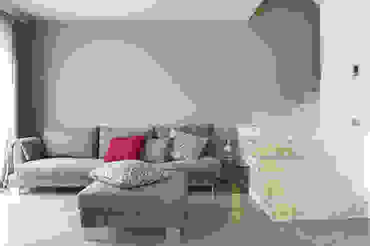 Rovere sbiancato per scale e top cucina Ingresso, Corridoio & Scale in stile minimalista di Semplicemente Legno Minimalista Legno Effetto legno