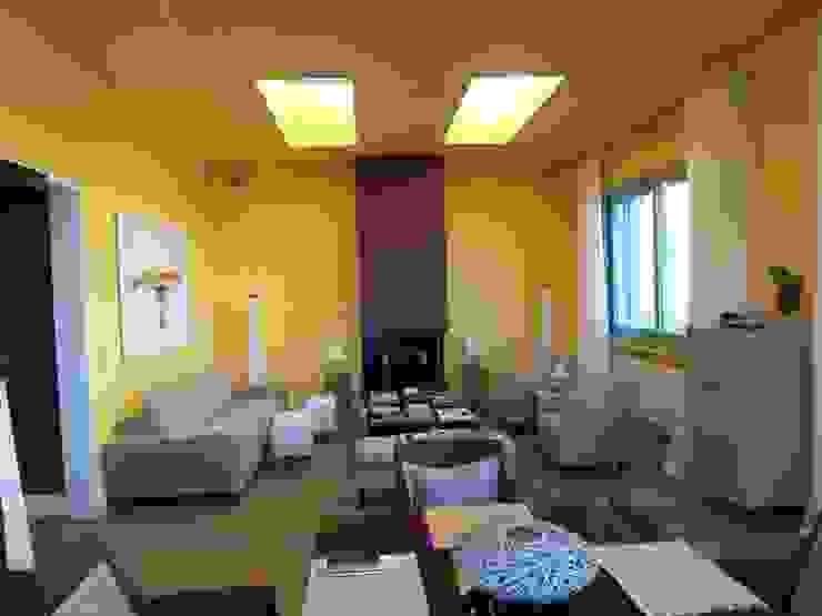 ESTUDI 353 ARQUITECTES SLPU Moderne Wohnzimmer
