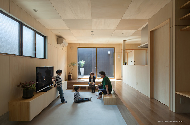 松岡健治一級建築士事務所 Living room Plywood