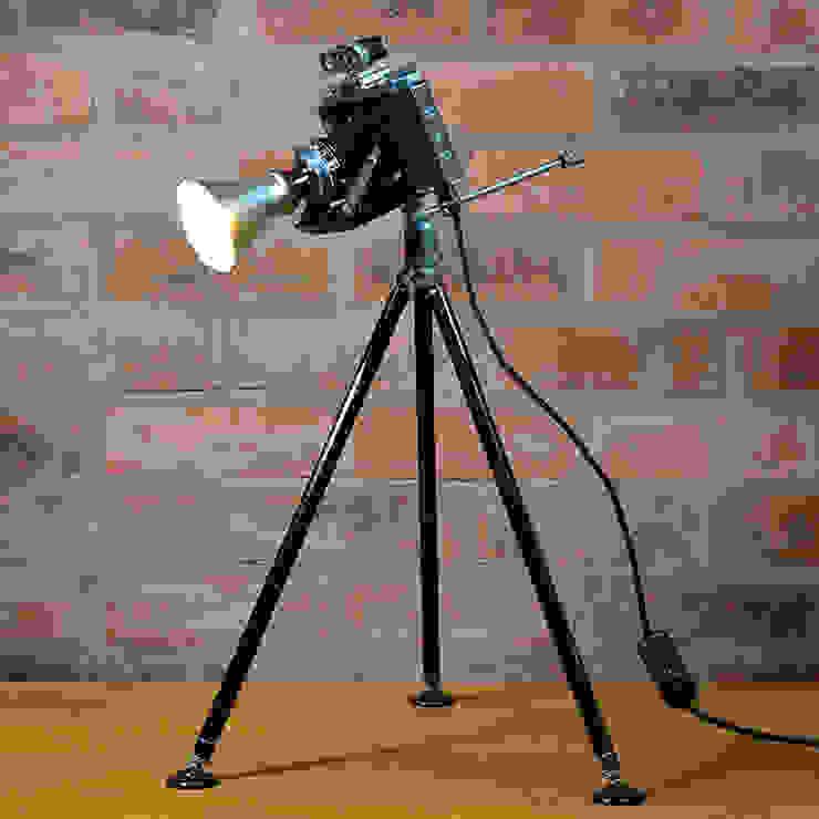 'THE ZEISS NETTAR' TABLE LAMP/DESK LIGHT Phòng giải trí phong cách chiết trung bởi it's a light Chiết trung