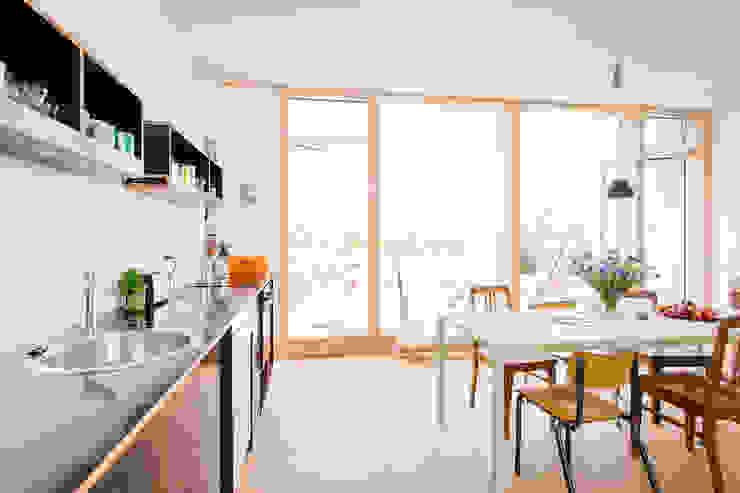 Kitchen by Jan Tenbücken Architekt