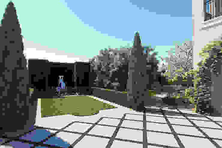 Вид от въезда. Сад в средиземноморском стиле от Руслан Михайлов rmgarden Средиземноморский