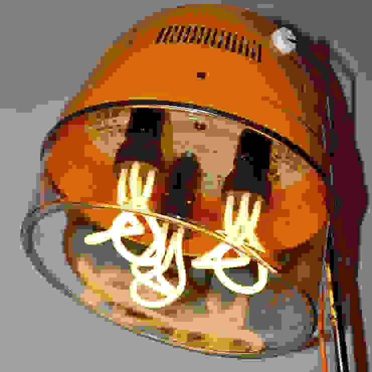 'THE SALONAIRE' FLOOR LAMP it's a light Ruang Ganti Gaya Eklektik