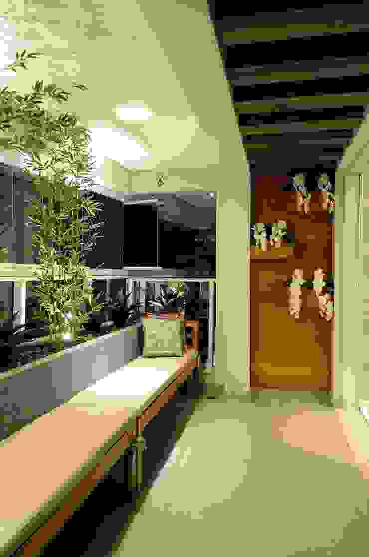 Giovana Martins Arquitetura & Interiores Modern balcony, veranda & terrace