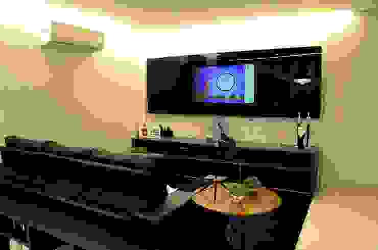 Giovana Martins Arquitetura & Interiores Modern media room