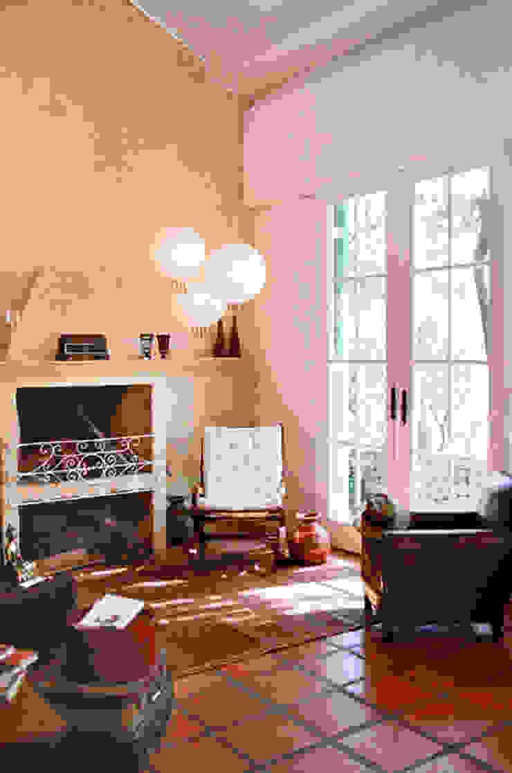 Salas de estilo rural de Célia Orlandi por Ato em Arte Rural Ladrillos
