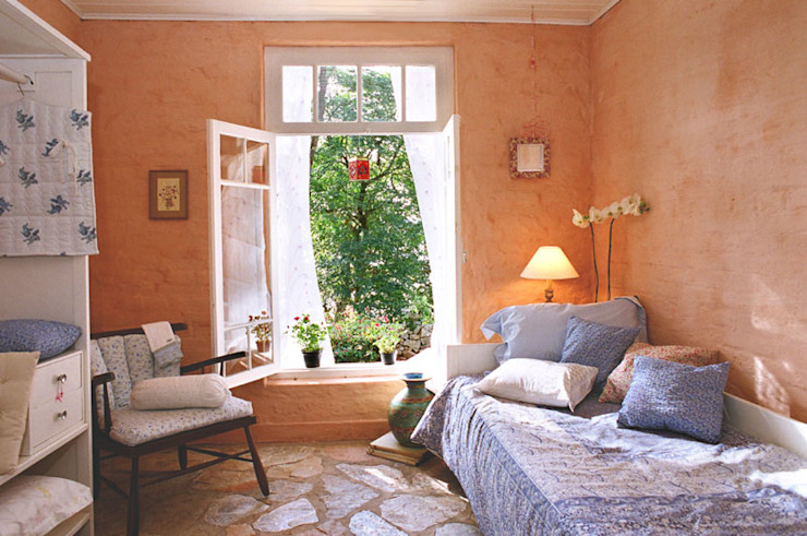 Country style bedroom by Célia Orlandi por Ato em Arte Country Bricks