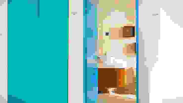 Baños de estilo  por Arq Mobil