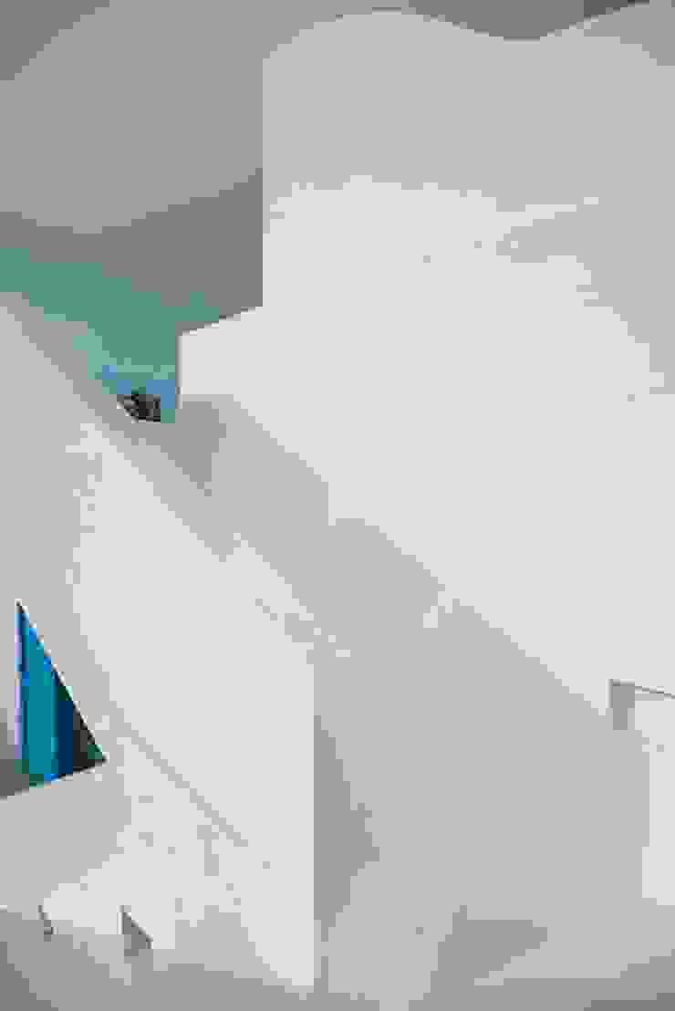 Pasillos, vestíbulos y escaleras de estilo mediterráneo de Arq Mobil Mediterráneo