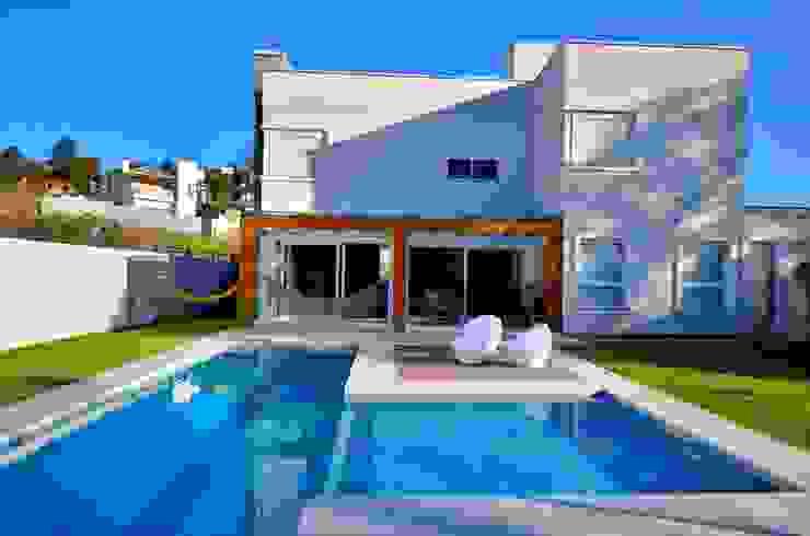 Área da piscina by ARQ Ana Lore Burliga Miranda Modern