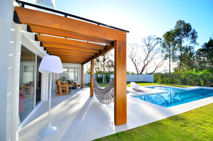 Detalhe de pérgola Balcon, Veranda & Terrasse modernes par ARQ Ana Lore Burliga Miranda Moderne