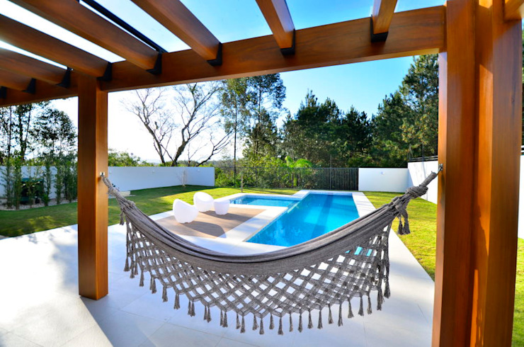 Descanso na rede Modern balcony, veranda & terrace by ARQ Ana Lore Burliga Miranda Modern