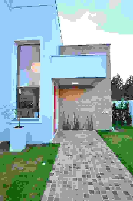 Pavimentação em basalto Casas modernas de ARQ Ana Lore Burliga Miranda Moderno