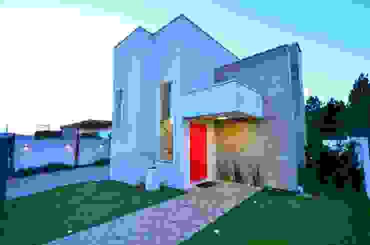 Fachada principal Modern Houses by ARQ Ana Lore Burliga Miranda Modern
