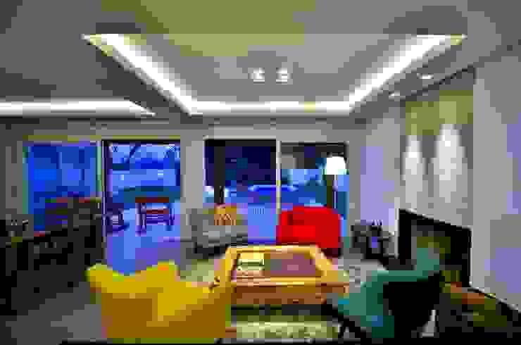 Sala integrada à paisagem Salas de estar modernas por ARQ Ana Lore Burliga Miranda Moderno