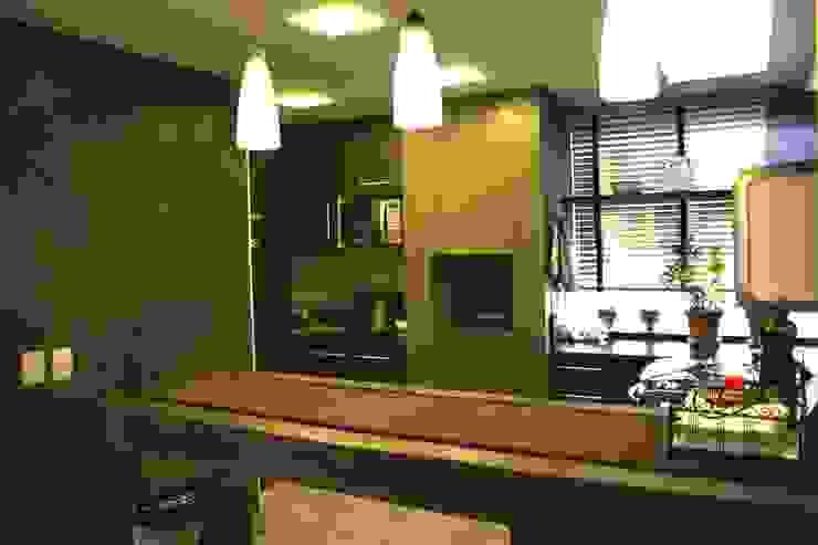 Modern kitchen by Moradaverde Arquitetura Ltda. Modern