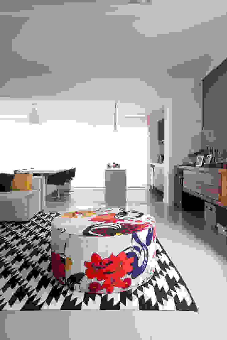 Apartamento Itaim Salas de estar modernas por Arquitetura Juliana Fabrizzi Moderno