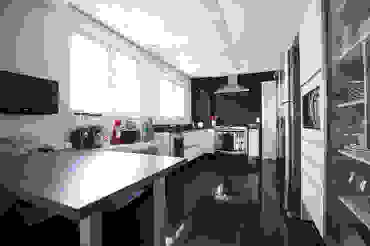 Apartamento Itaim Cozinhas modernas por Arquitetura Juliana Fabrizzi Moderno