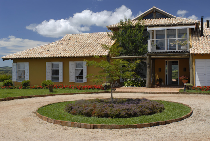 Casas de estilo tropical de Carmen Saraiva Arquitetura Tropical