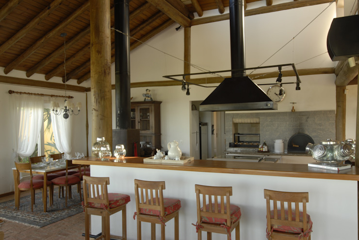 Rustic style kitchen by Carmen Saraiva Arquitetura Rustic
