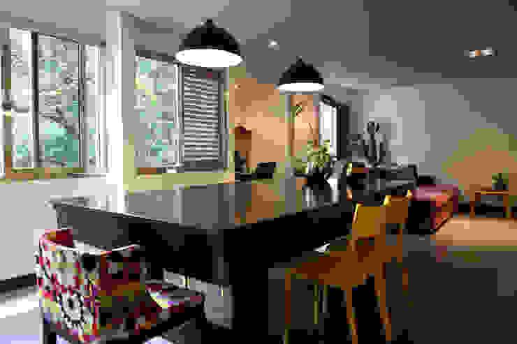 Apartamento de 60m²: Salas de jantar  por Fabiana Rosello Arquitetura e Interiores