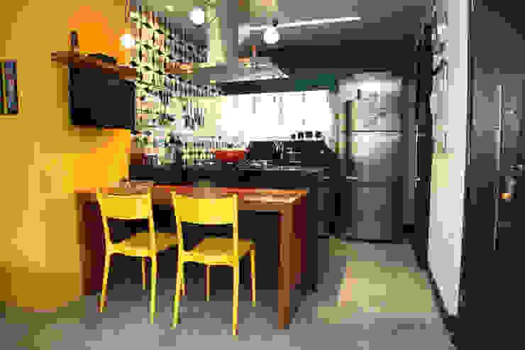 โดย Fabiana Rosello Arquitetura e Interiores ผสมผสาน