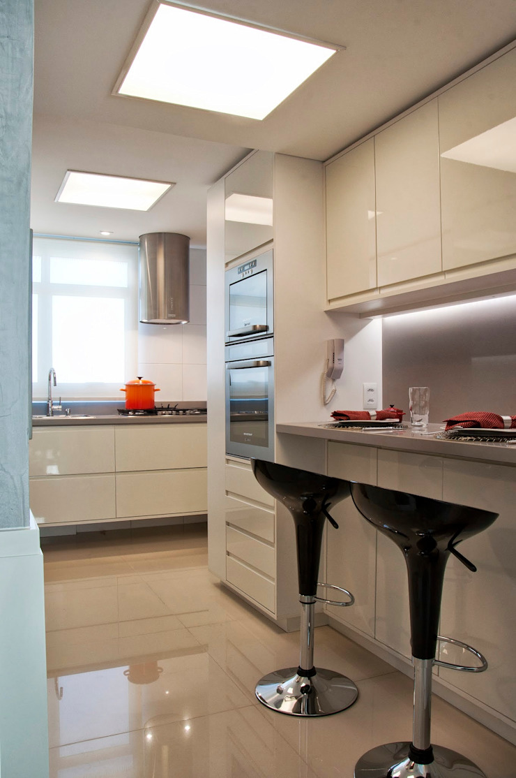cozinha compacta Cozinhas minimalistas por karen feldman arquitetos associados Minimalista