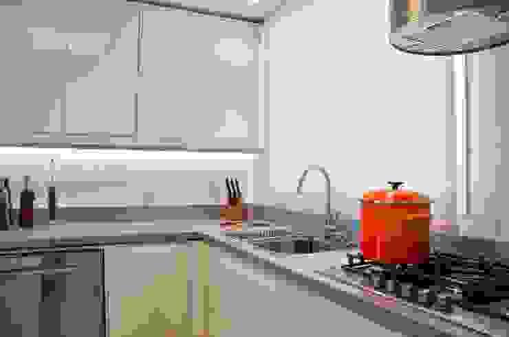 cozinha compacta Cozinhas modernas por karen feldman arquitetos associados Moderno