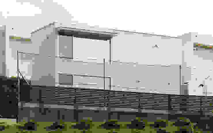 Casas modernas de 長谷雄聖建築設計事務所 Moderno
