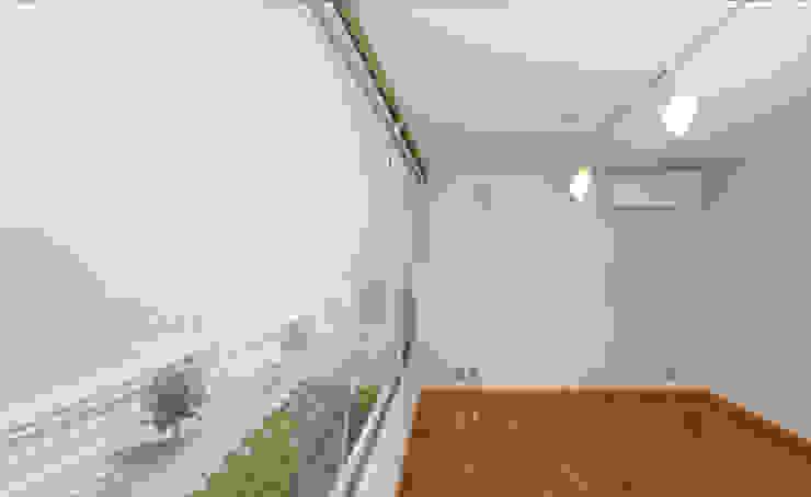 Salas de entretenimiento de estilo moderno de 長谷雄聖建築設計事務所 Moderno