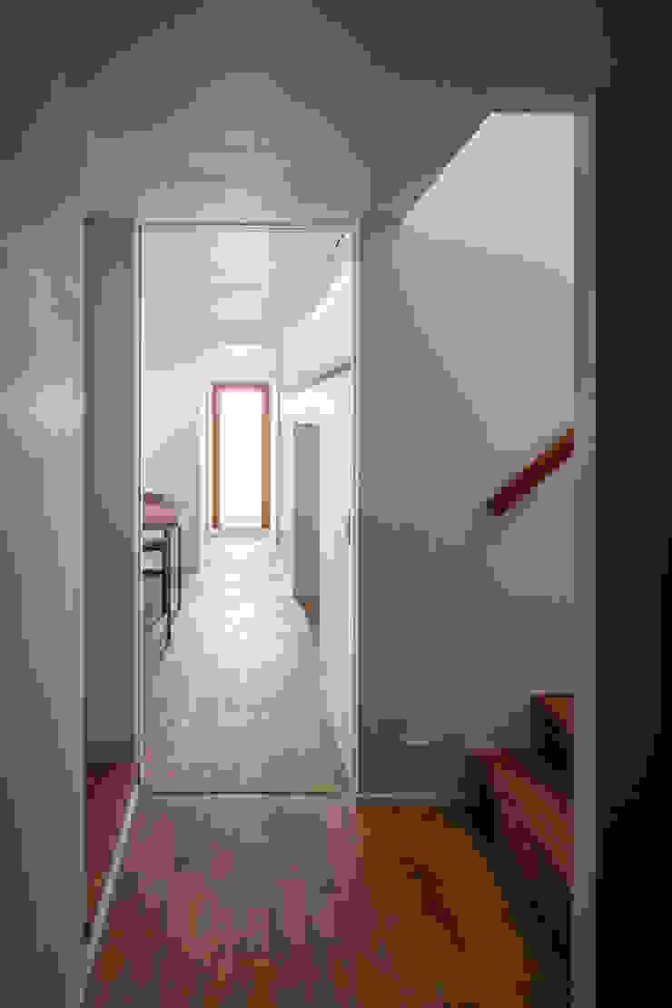 蔵前の家 モダンスタイルの 玄関&廊下&階段 の 吉田夏雄建築設計事務所 モダン
