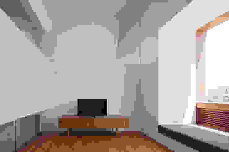 蔵前の家 モダンデザインの リビング の 吉田夏雄建築設計事務所 モダン
