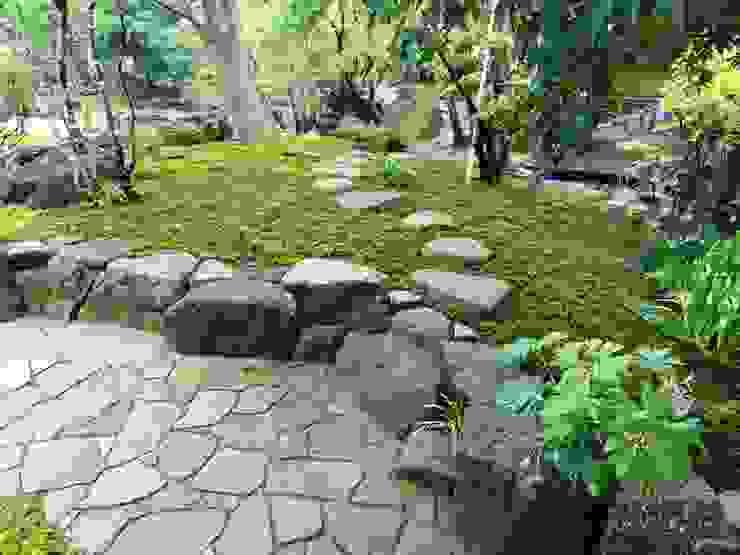杉苔と鞍馬石 オリジナルな 庭 の 木村博明 株式会社木村グリーンガーデナー オリジナル