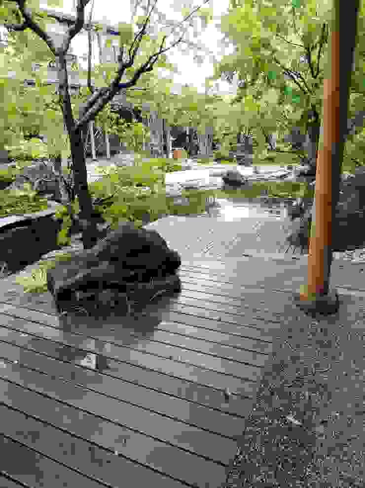 池へ張り出した物見台 オリジナルな 庭 の 木村博明 株式会社木村グリーンガーデナー オリジナル