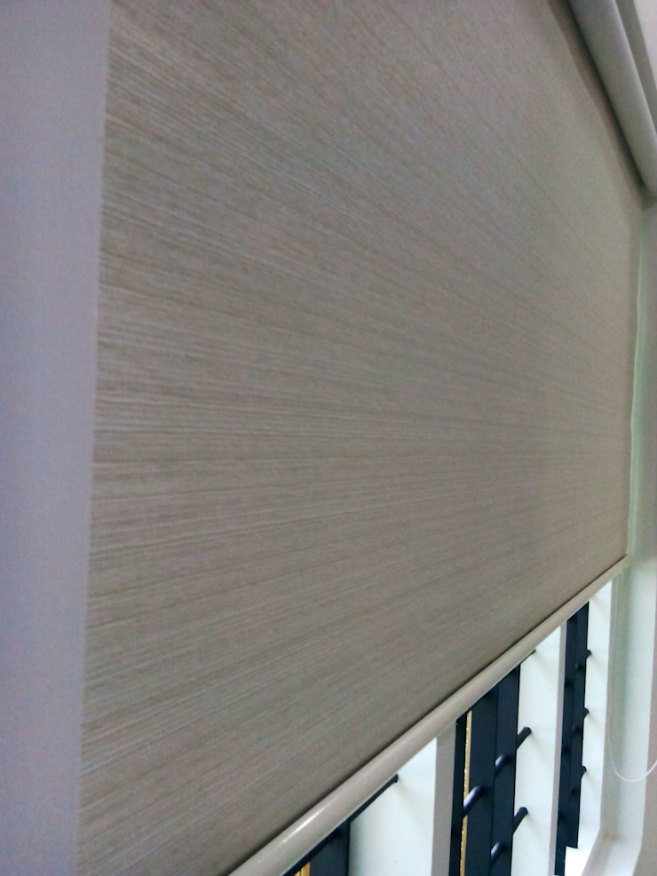 Roller Blind: minimalist  by Clinque window blind systems,Minimalist